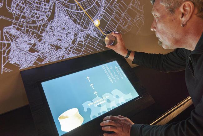 Zahlreiche interaktive Medien binden den Besucher ein. © Gäubodenmuseum Straubing / Fotowerbung Bernhard