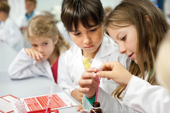 Kinder früh für MINT begeistern, ist Ziel des MINT-Netzwerks. © Andreas Grasser