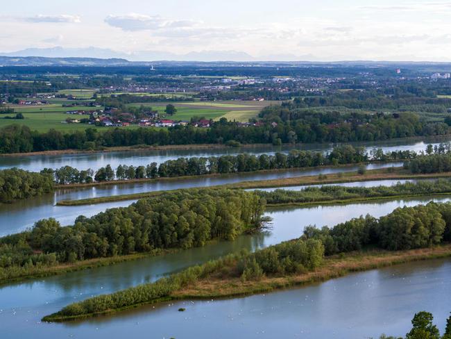 Flusslandschaft Inseln Alpen; c Ingo Zahlheimer
